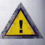 スマホでアダルトサイト(動画)を見てたら消せない警告文が!対処法は閲覧削除。