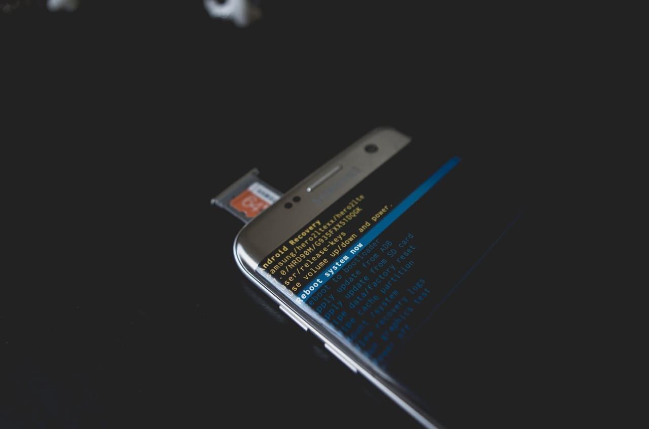 電源 ない スマホ 入ら 充電できない、または電源が入らない Android